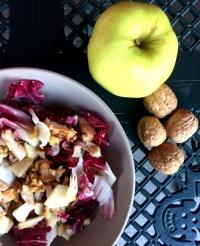 insalata di pollo con noci e mele
