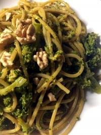 pasta integrale con broccoli e noci