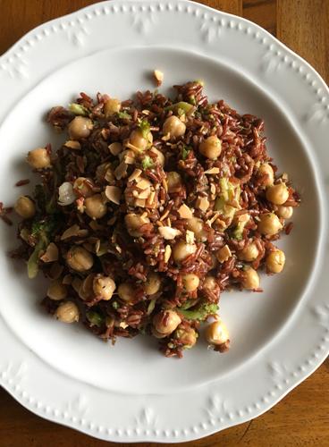 Riso rosso con ceci e broccoli
